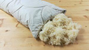 Alpakapolster mit Schafwollkugeln